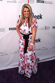 Lauren looked sweet and spring in an off-the-shoulder floral print maxi dress at the Brit Week Champagne Launch.