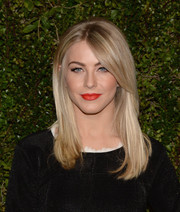 Julianne Hough wore a simple yet fabulous straight center-parted 'do during Drew Barrymore's book release party.