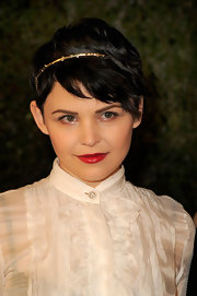 Ginnifer Goodwin wore her hair brushed forward and accented with a sweet gold headband at the Chanel and Charles Finch pre-Oscar Dinner.