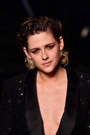 Kristen Stewart made an appearance at the Chanel Cruise show wearing her usual messy hairstyle.
