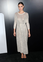 Phoebe Tonkin looked effortlessly stylish in an embellished sweater dress by Chanel while attending a dinner hosted by the French fashion house.