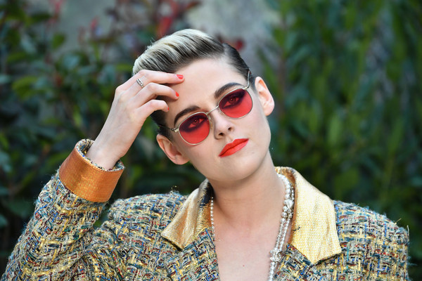Kristen Stewart rocked pink shades at the Chanel Couture Spring 2019 show.