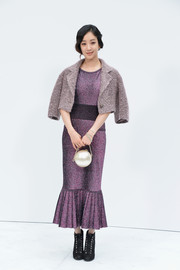 Jung Ryeo-won completed her outfit with giant pearl bag by Chanel.