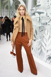 Elena Perminova finished off her '70s-inspired earth-toned ensemble with a pair of flared pants.