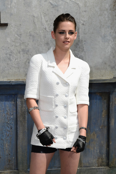 More Pics of Kristen Stewart Sequined Purse (3 of 25) - Evening Bags Lookbook - StyleBistro [show,white,clothing,black,fashion,beauty,street fashion,outerwear,lady,neck,model,kristen stewart,front row,part,couture fall,grand palais,paris,france,chanel,paris fashion week]