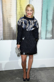 Rita Ora paired her showy dress with a pair of simple yet stylish black pumps.