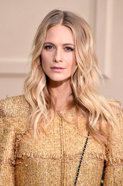 Poppy Delevingne wore a beach-glam wavy 'do at the Chanel fashion show.
