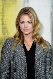 Kate Upton looked fetching at the Chanel fashion show with her long wavy hairstyle.