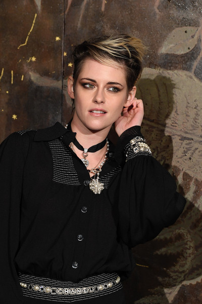 More Pics of Kristen Stewart Loose Blouse (4 of 5) - Tops Lookbook - StyleBistro [photocall at le grand palais,beauty,lady,fashion,cool,flash photography,portrait,photography,smile,black hair,kristen stewart,photocall,metiers dart,paris,france,le grand palais,chanel metiers dart 2019-2020,chanel]