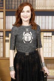 Isabelle Huppert rocked a pair of textured gold cuffs at the Chanel Couture Fall 2019 show.