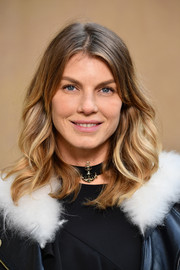 Angela Lindvall sported a casual wavy hairstyle at the Chanel Fall 2018 show.