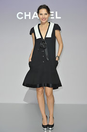 Virginie Ledoyen looked sailor-chic in this black-and-white number at the Chanel photocall in Paris.