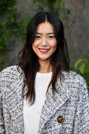 Liu Wen was a hippie babe with her subtly wavy, center-parted 'do at the Chanel Spring 2018 show.