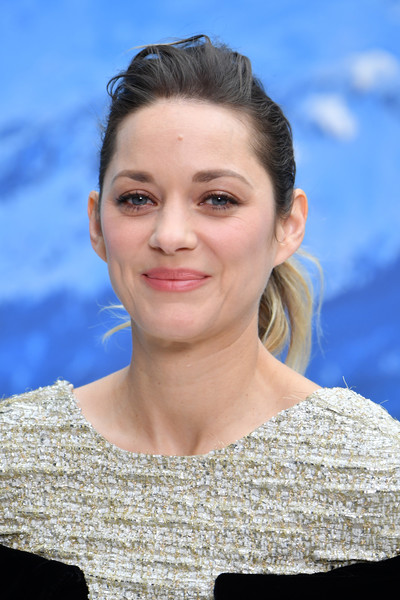 Marion Cotillard wore her hair in a messy ponytail at the Chanel Fall 2019 show.