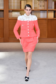 Kaia Gerber wowed in a pink tweed skirt suit with a contrast flower-appliqued yoke at the Chanel Couture Fall 2019 show.