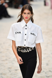 Kaia Gerber teamed a layered gold chain belt with black pants and a white button-down for the Chanel Spring 2019 show.