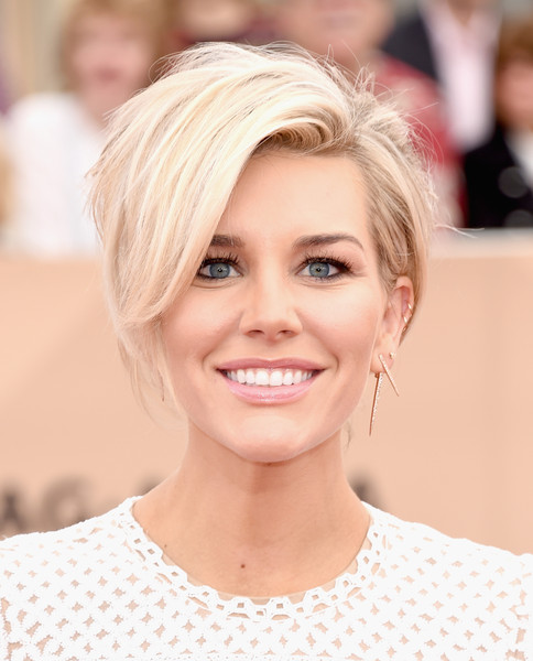 Charissa Thompson Messy Cut [hair,face,eyebrow,blond,hairstyle,skin,lip,chin,beauty,head,arrivals,charissa thompson,screen actors guild awards,los angeles,california,the shrine auditorium]