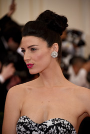 Jessica Pare pulled her locks up into a sophisticated top knot for the Met Gala.