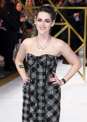 Kristen Stewart paired her monochrome dress with black nail polish at the UK premiere of 'Charlie's Angels.'