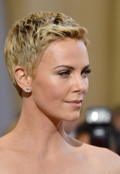 Actress Charlize Theron arrives at the Oscars at Hollywood & Highland ...