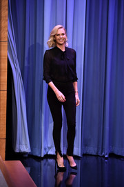 Charlize Theron showed off her long, lean pins in a pair of skinny pants.