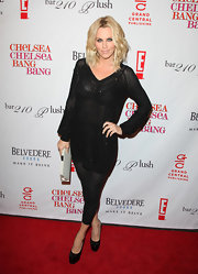 Sexy Tv personality Jenny McCarthy jazzed her outfit up with a pop of white. It was a nice way to break up all that black, but she still looked cute.