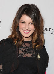 Shenae Grimes looked as if she was in major need of a dye job. Her two toned shoulder-length bob was a bit ruff and tired looking.