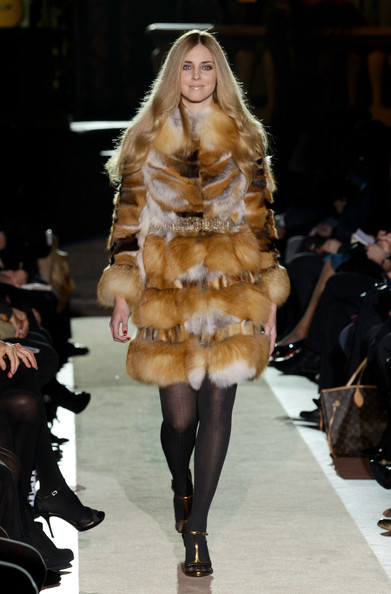 Chiara Ferragni Fur Coat [fashion model,fur clothing,fashion,fur,fashion show,clothing,runway,haute couture,outerwear,blond,alberta ferretti,pitti immagine uomo 79,chiara ferragni,show during,pitti immagine uomo,italy,florence]