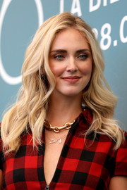 Chiara Ferragni styled her look with a chunky gold chain necklace.