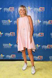 Malin Akerman went for sporty styling with a pair of white and gold basketball sneakers.
