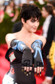 Katy Perry styled her outfit with a pair of fingerless graffiti-print gloves.