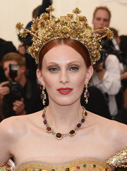 Karen Elson was, hands down, the queen of the ball with this statement-making gold tiara at the Met Gala.