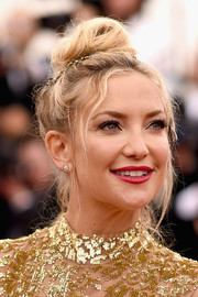 Kate Hudson complemented her sparkling dress with a pair of diamond studs.