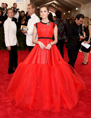 Allison Williams brought a heavy dose of sweetness to the Met Gala with this red Giambattista Valli Couture princess gown.