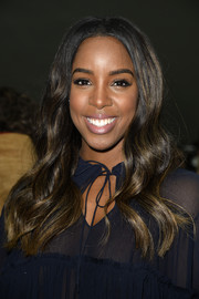 Kelly Rowland topped off her look with billowy boho waves when she attended the Chloe fashion show.