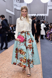 Hofit Golan wore a lovely full-lenth floral skirt to the Chloe runway show in Paris.