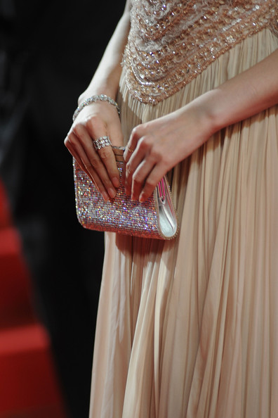 Fan Bingbing finished off her gorgeous gown with a sparkling gemstone encrusted clutch.