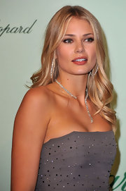 Tori Praver paired her stunning chopard jewels with long curls.