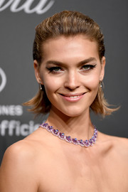 Arizona Muse looked adorable wearing this slicked-back hairstyle with flippy ends at the Chopard Space Party.