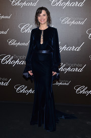 Juliette Binoche went for understated elegance in a midnight-blue velvet fishtail gown at the Chopard Trophy photocall.