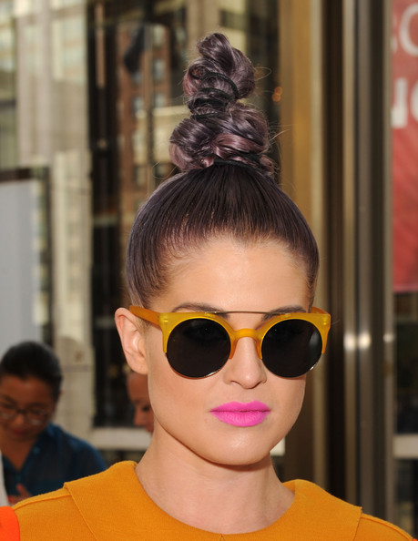 More Pics of Kelly Osbourne Round Sunglasses (4 of 17) - Kelly Osbourne Lookbook - StyleBistro