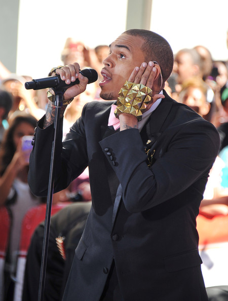 Chris Brown upped the bling factor as he wore a pair of gold-studded fingerless gloves as he performed for 'The Today Show.'