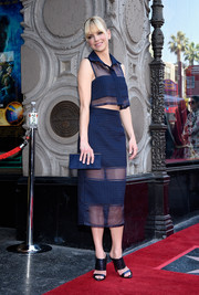 For her bag, Anna Faris chose a navy suede clutch that coordinated perfectly with her outfit.