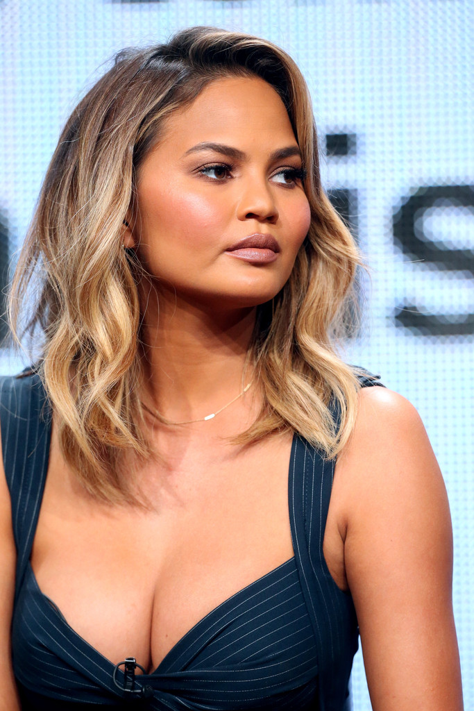 Chrissy Teigen Medium Wavy Cut - Hair Lookbook - StyleBistro