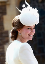 Kate Middleton finished off her look with a pair of dangling diamond earrings by Mappin & Webb.