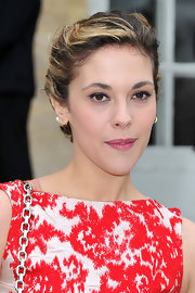 Alysson Paradis attended the fall 2012 Christian Dior fashion show wearing an intense application of aubergine eyeliner.