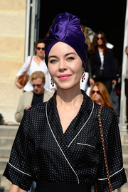Ulyana Sergeenko looked diva-ish in her violet turban during the Christian Dior fashion show.
