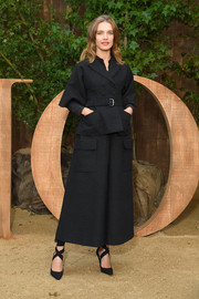 Natalia Vodianova looked simply stylish in a black maxi skirt suit at the Dior Spring 2020 show.