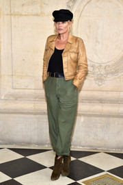 Kate Moss sealed off her tomboy-chic outfit with cuffed green slacks.