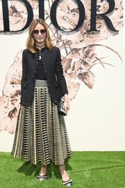 For her bag, Olivia Palermo chose a printed clutch by Dior.